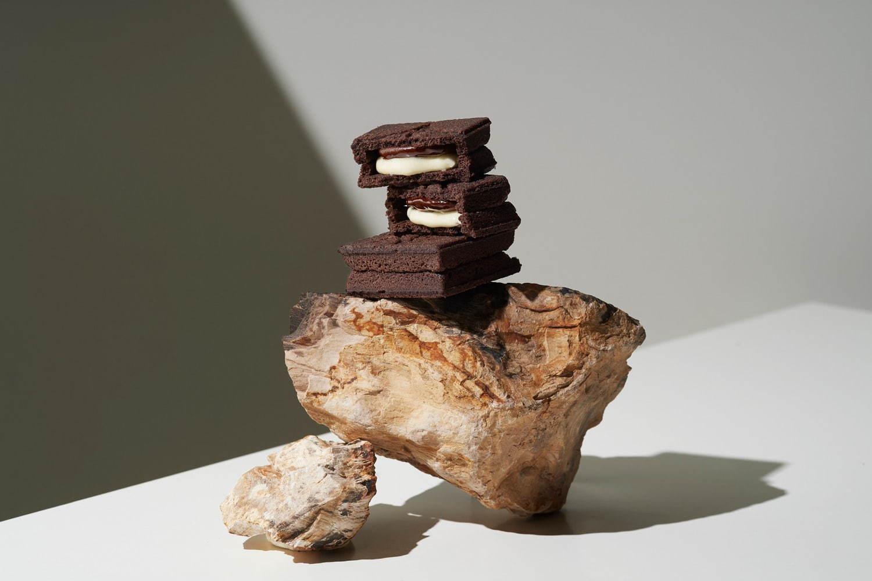 <プレスバターサンド>「バターサンド〈黑〉」ほろ苦ココアクッキーにバター&チョコ