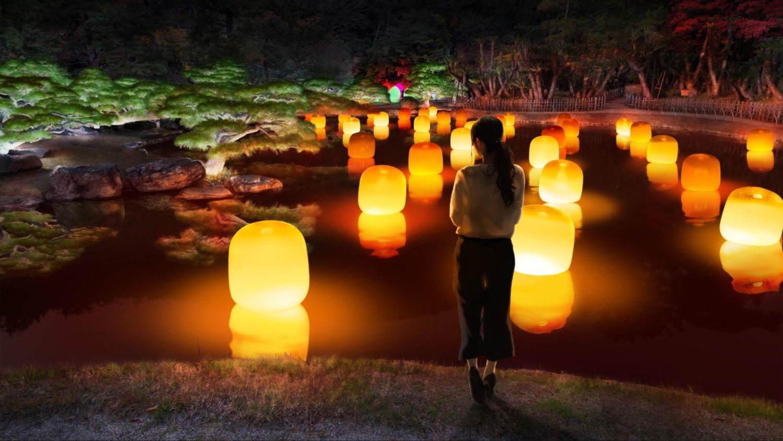 浮遊する呼応するランプ - ワンストローク / Floating Resonating Lamps - One Stroke teamLab, 2019, Interactive Installation, Murano Glass, LED, Endless, Sound: Hideaki Takahashi