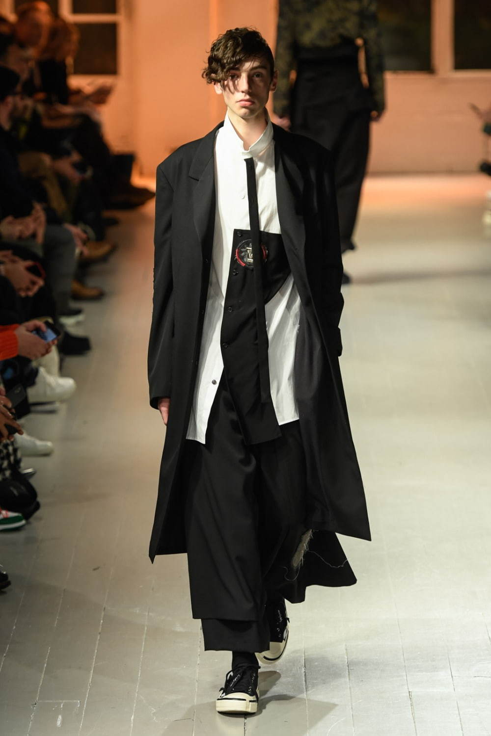 https://www.fashion-press.net/img/news/57360/yohji_20aw_men_12.jpg