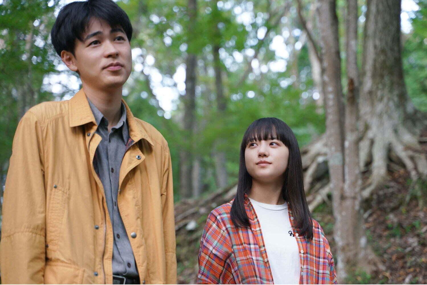 映画『まともじゃないのは君も一緒』成田凌×清原果耶が、不器用な予備校講師と女子生徒の間柄に - ファッションプレス