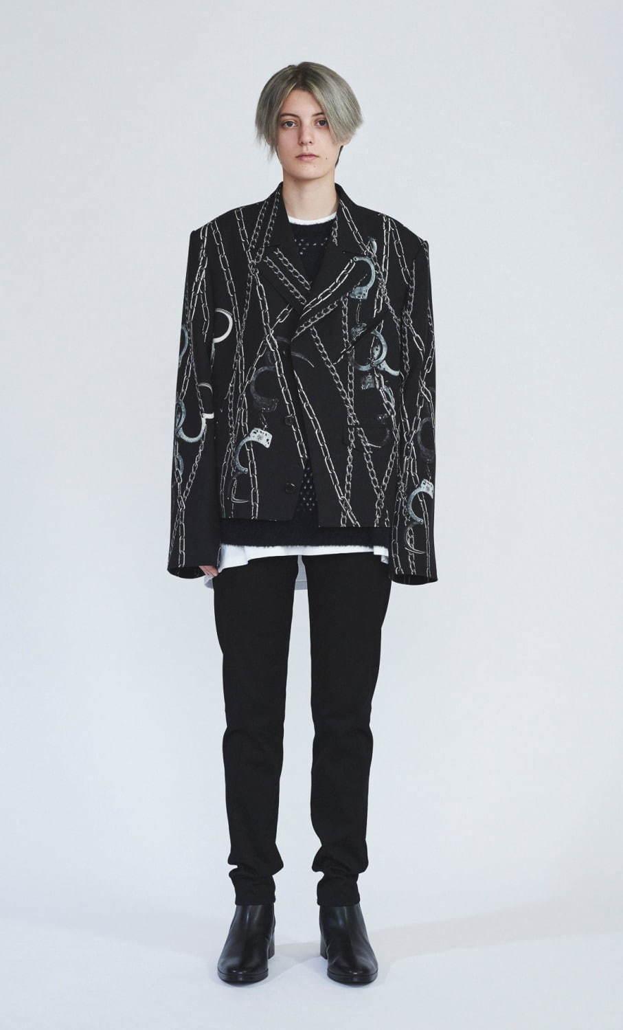 ジャケット 74,000円、ブーツ 60,000円