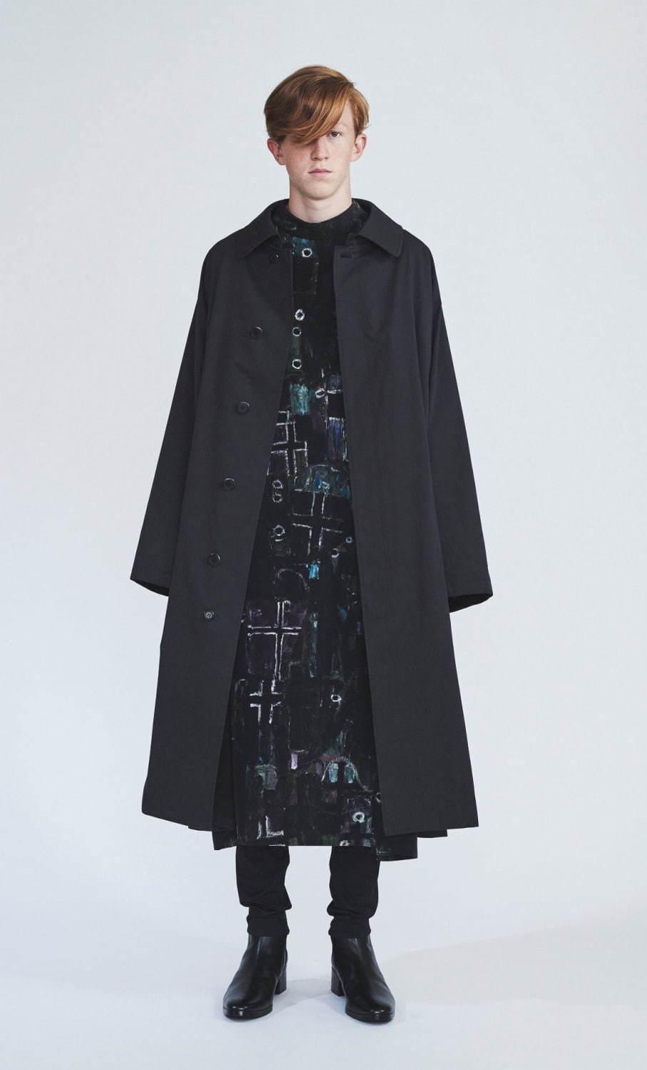 ステンカラーコート 73,000円、シャツ 43,000円