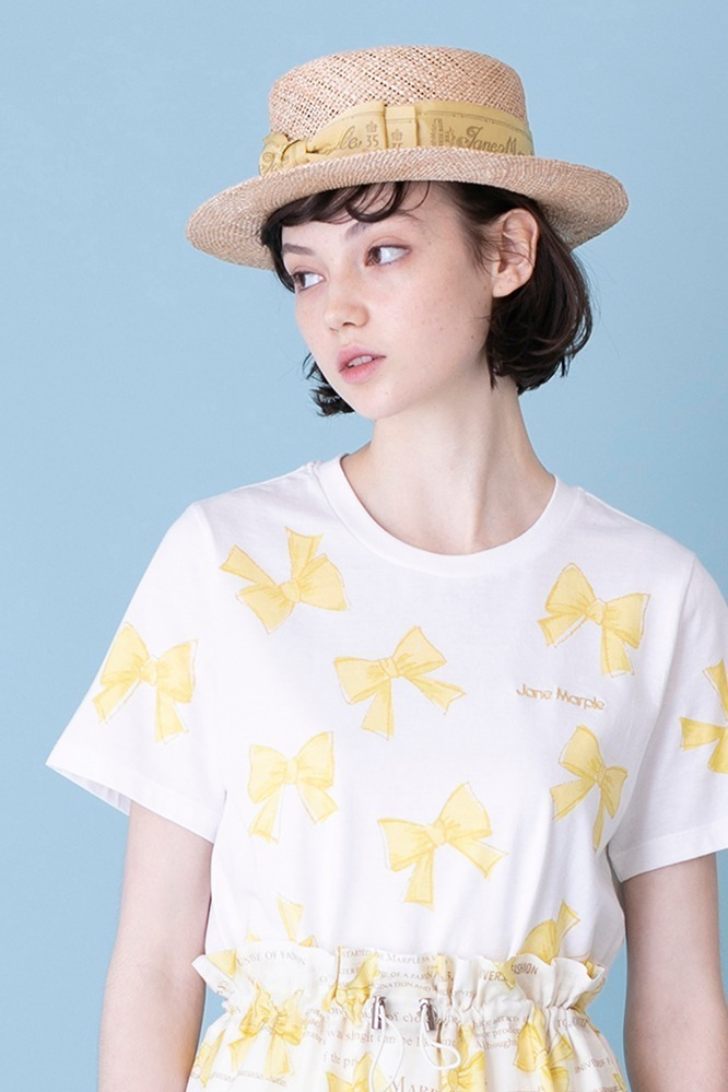 The 35th ribbon Tシャツ 15,800円+税、ロゴ リボン ハット 26,800円+税