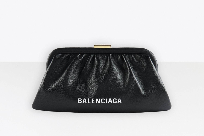 バレンシアガの新バッグ「クラウド」ショルダーにもなる、がま口タイプのクラッチ&コインパース