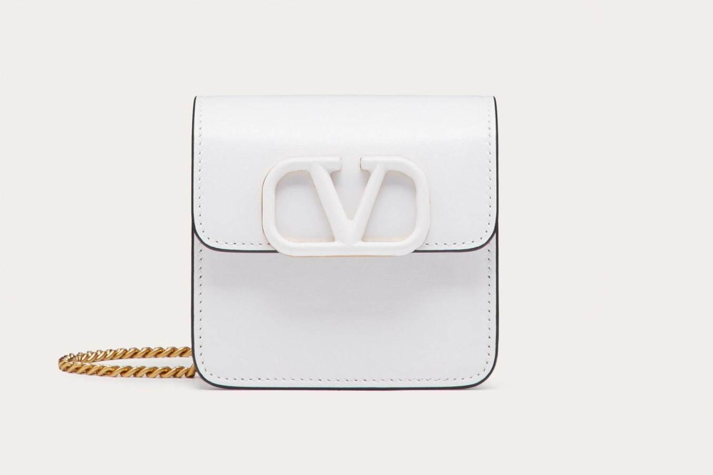 Vスリング シャイニーカーフスキン コンパクト チェーン ウォレット  111,100円