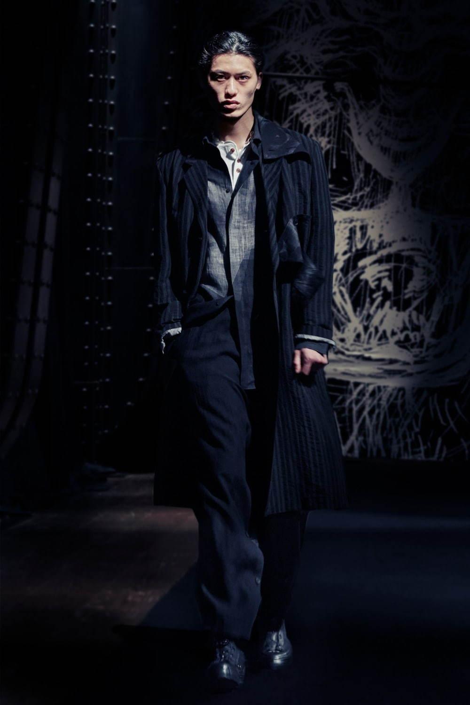 https://www.fashion-press.net/img/news/62546/yohjiyamamoto_2021SS_019.jpg