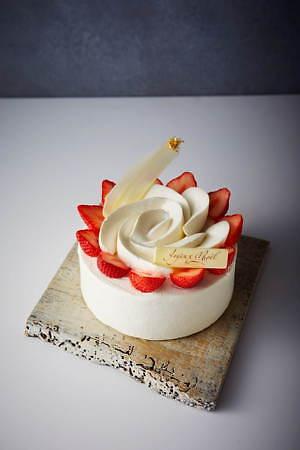 """京王プラザホテルのクリスマスケーキ2020、""""暖炉""""や""""本""""を模ったユニークなチョコケーキなど 画像9"""