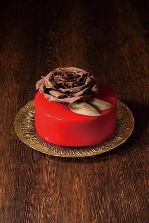 """京王プラザホテルのクリスマスケーキ2020、""""暖炉""""や""""本""""を模ったユニークなチョコケーキなど 画像6"""