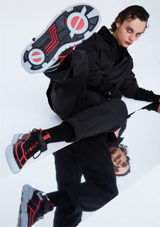 仮面 ライダー スニーカー 「仮面ライダー」のファッションブランド「HENSHIN
