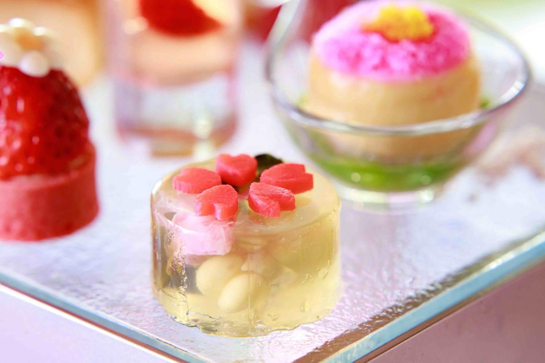 桜シフォンや桜ムース、桜のマカロンに桜の花餅