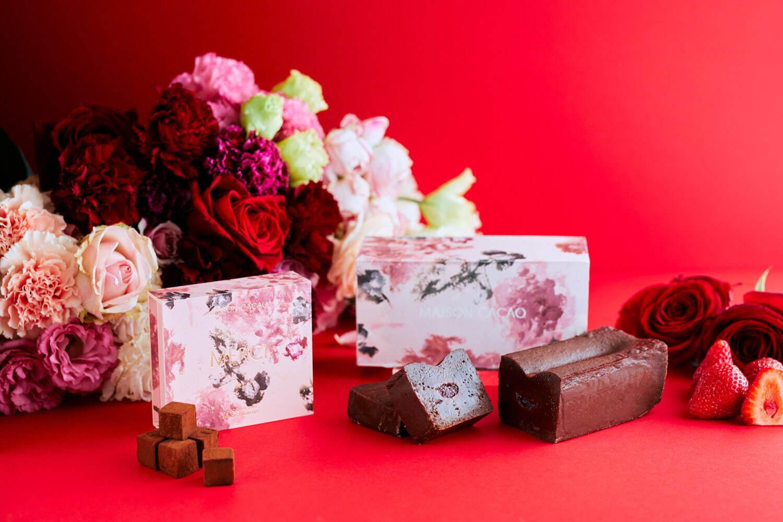 左から)アロマ生チョコレート MERCI 2,376円(税込) 生ガトーショコラ ローズ&ストロベリー 3,240円(税込)
