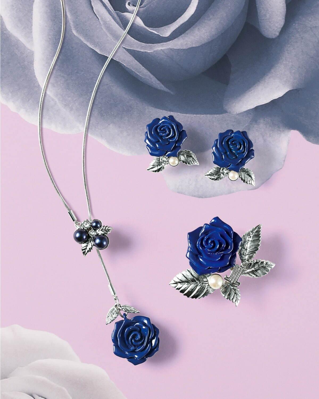 """ランバン オン ブルー""""ブルーの薔薇""""主役のネックレス&ピアスなど、艶めくパールを添えて 写真1"""