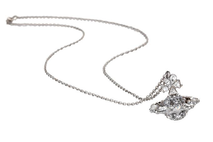 fe4a7ed6f8cf ヴィヴィアン・ウエストウッドから、雪結晶のようなライトストーンのORBペンダント