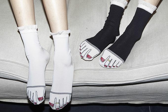 靴を脱いでも可愛い!足指デザインでおなじみオニヴァのソックスから新コレクション登場 , ファッションプレス