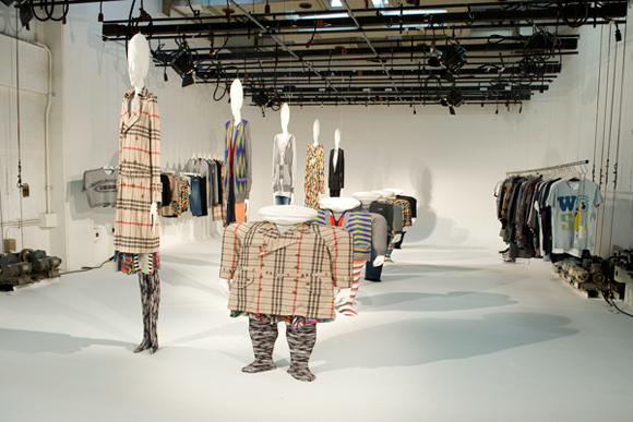 アンリアレイジ(ANREALAGE)、2010-2011年秋冬コレクション