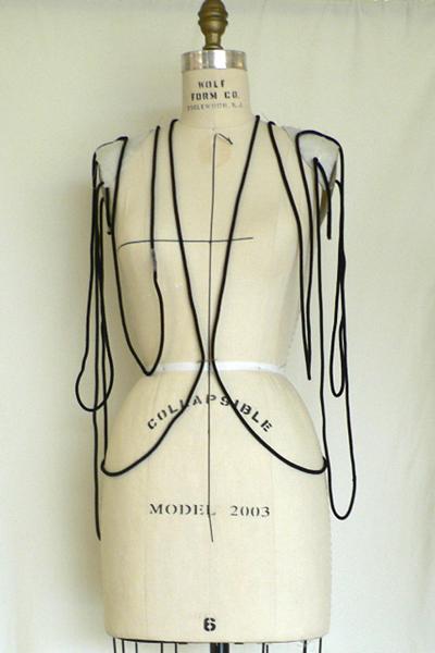 イッセイ ミヤケ (ISSEY MIYAKE)、2010-11A/Wコレクション画像